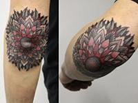 Татуировка узор на локте