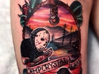 Татуировка пятница 13-е на бедре