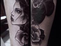 Татуировка девушка с розой