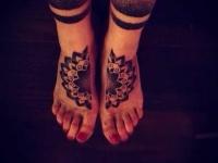 Татуировка символ на ступне