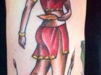 Татуировка индейская девушка на голени