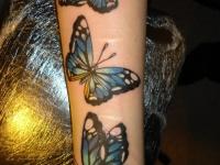 Татуировка бабочки на предплечье
