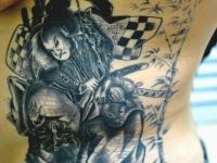 Татуировка самурай на животе