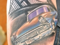 Татуировка автомобиль под мостом