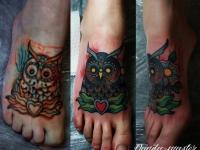 Татуировка сова на стопе