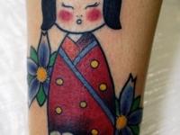 Татуировка гейша на голеностопе