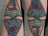 Татуировка море на предплечье