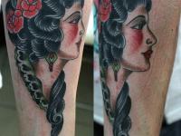 Татуировка девушка на предплечье