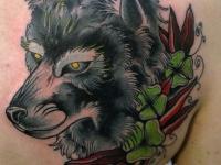 Татуировка волк на лопатке