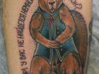 Татуировка белка на бедре