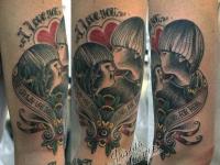 Татуировка любовь на плече
