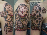 Татуировка киса на плече