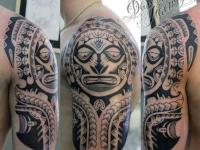 Татуировка узор на плече
