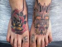Татуировка монстр на стопе