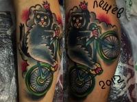 Татуировка кот на велосипеде