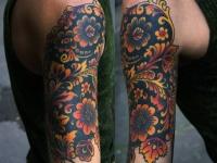 Татуировка Хохлома на плече