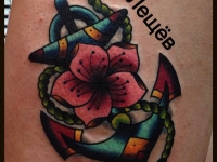 Татуировка якорь с цветком