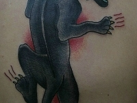 Татуировка пантера на лопатке