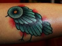 Татуировка птичка на предплечье