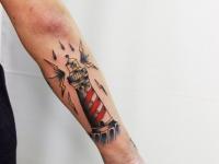 Татуировка маяк сзади на предплечье