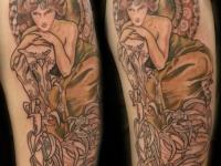 Татуировка фигура женщины на плече