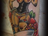 Татуировка девушка и роза