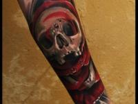 Татуировка череп в розе на предплечье