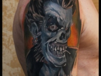 Татуировка монстр на плече