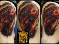 Татуировка голова девушки на боку