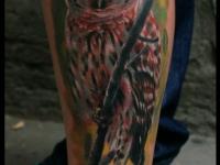 Татуировка сова на голени