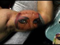 Татуировка взгляд на плече