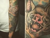 Татуировка головы чудовища на руке