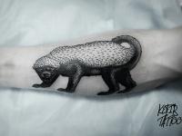 Татуировка зверь на предплечье