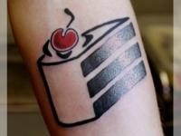Татуировка пирожное с вишенкой на предплечье