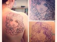 Татуировка портрет девушки на лопатке