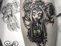 Абстрактная татуировка головы девушки с всевидящим оком на руке