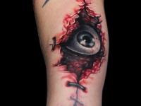 Татуировка взгляд изнутри на предплечье