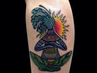 Татуировка чудик йог на икре