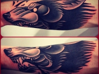 Татуировка голова волка на предплечье