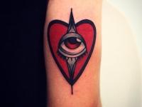 Татуировка сердце с глазом