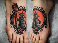 Татуировка крыса с ложкой на ступне