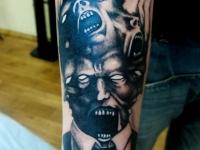 Татуировка лица на предплечье