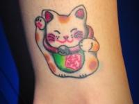 Татуировка котенок на голеностопе