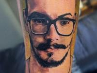 Татуировка портрет в очках