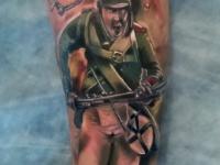 Татуировка солдат на предплечье