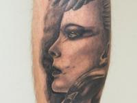Татуировка девушка с дельфином