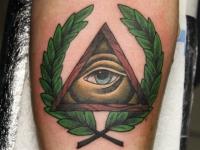 Тату глаз в треугольнике и ветки
