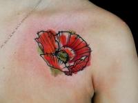 Татуировка мак на плече