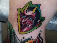 Татуировка голова Мефистофеля на колене