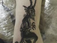 Татуировка демон на стопе